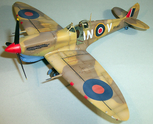 Tamiya Supermarine Spitfire Mk.Vb Trop Model Set Scale 1:48